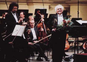 Peter Damm after his 50th performance of the horn concerto by Richard Strauss with the Sächsische Staatskapelle Dresden conducted by Giuseppe Sinopoli (left).